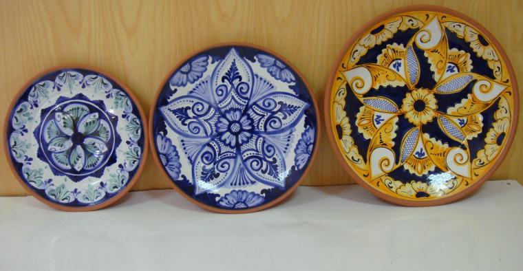 Platos decorativos modelo flor ceramica hispania for Ceramica patios fotos
